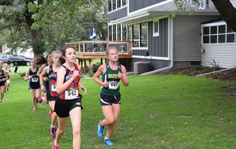 Can the Varsity Girls Cross Country team stay under top 3?